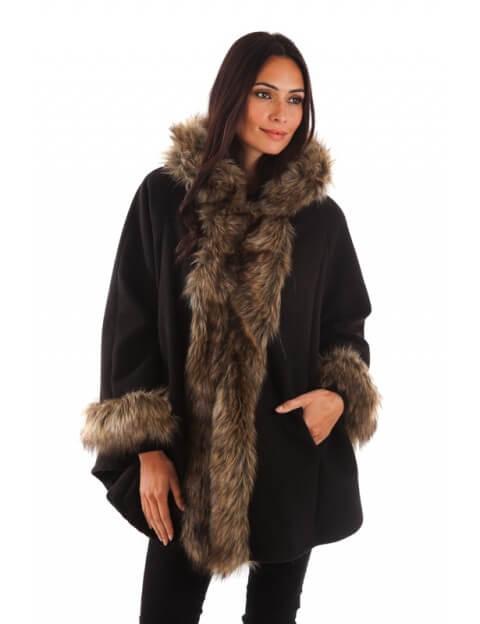 Manteau Noir bordée de fourrure