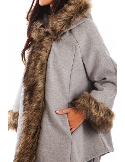 Manteau Gris bordée de fourrure